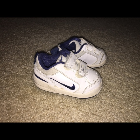 Nike toddler size 4 C sneakers